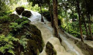Opuštěné vodopád kousek za Chiang Mai