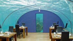 Restaurace Ithaa Maledivy - vnitřní interiér