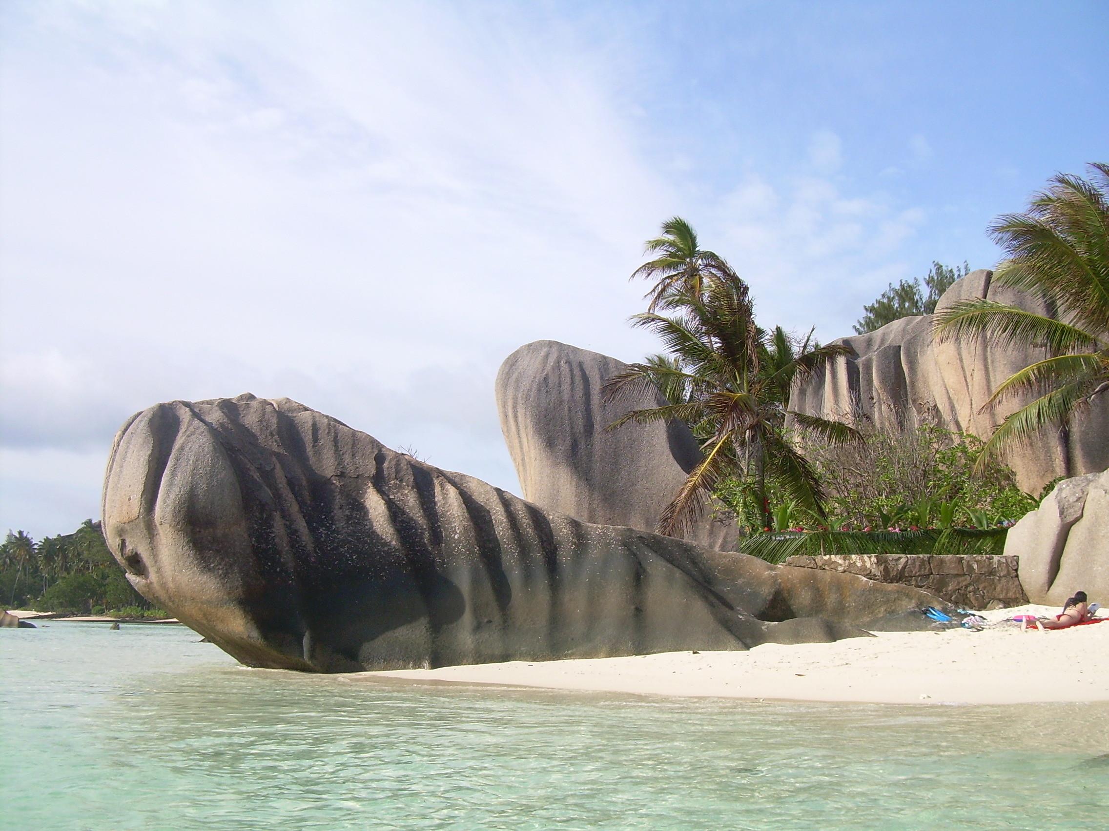 Saychelly - granitové skály na pláži