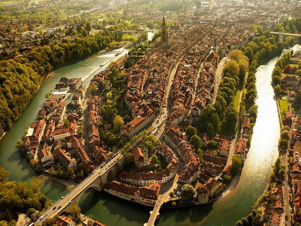 Bern, Švýcarsko Zdroj: freewallpaper.com