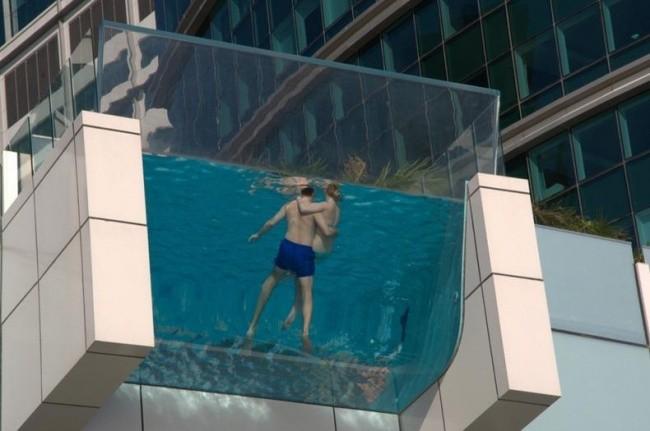 Intercontinental dubai - nekonečný bazén, Zdroj: tripadvisor.com