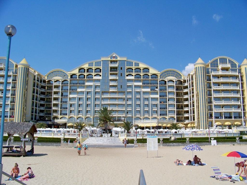 Z hotelu je to na Slunečném pobřeží do mořské vody coby kamenem dohodil