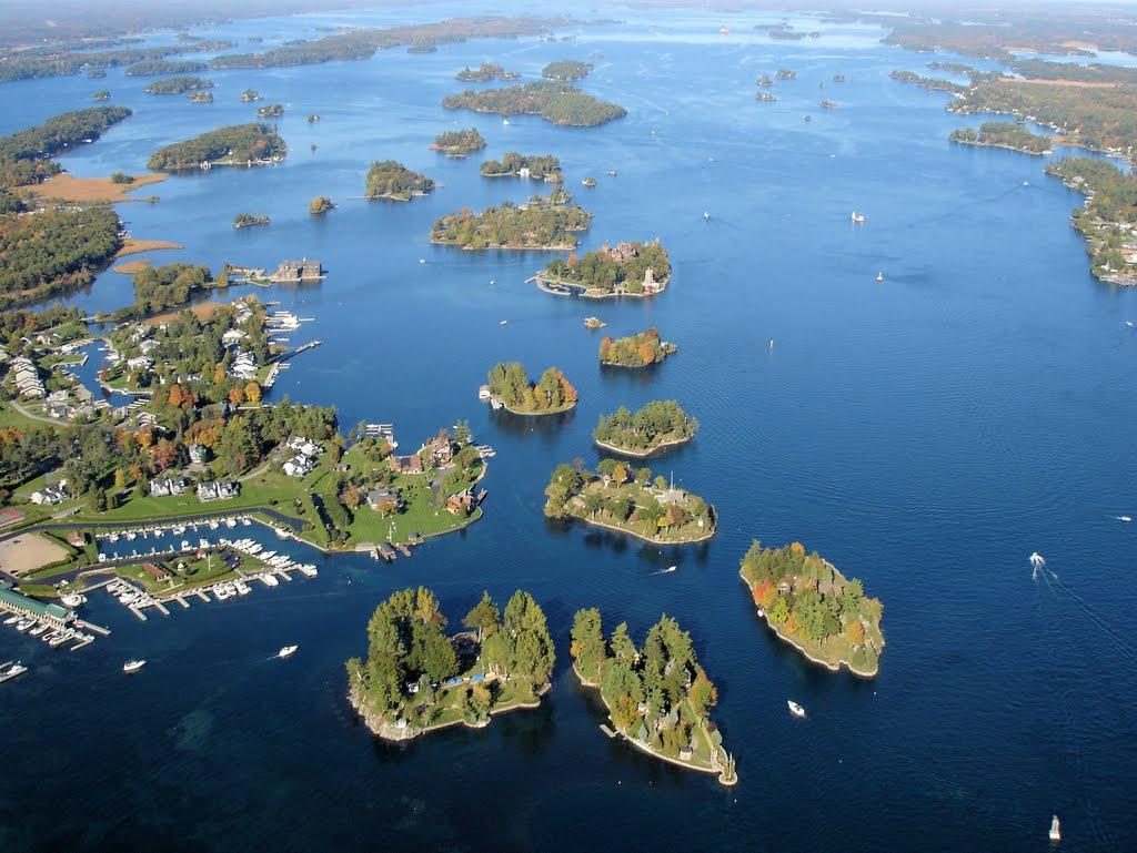 Z letadla je vidět, proč se souostroví jmenuje Tisíc ostrovů