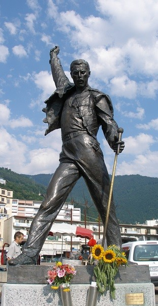 Socha Freddieho Mercuryho ve městě Montreux