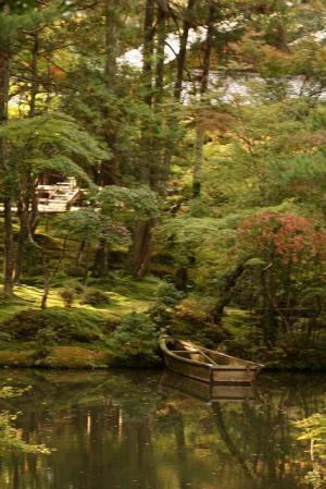 V zahradách se nachází i rybníček