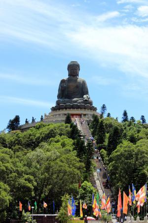 Schody k soše Tian Tan Buddhy