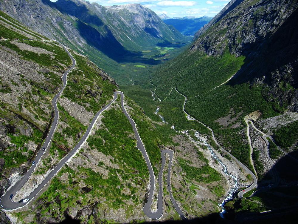 Trolí stezka na silnici Rv63 nedaleko norské obce Rauma