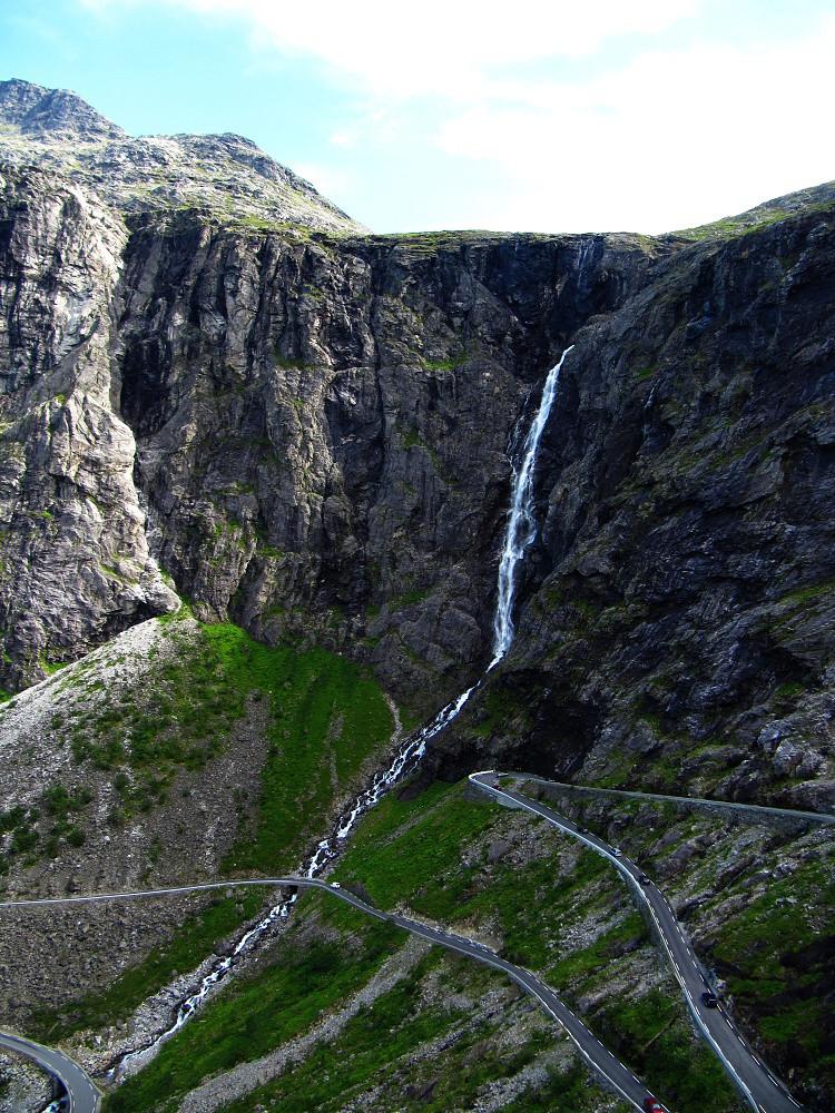 Jeden z vodopádů křižujících Trolí stezku