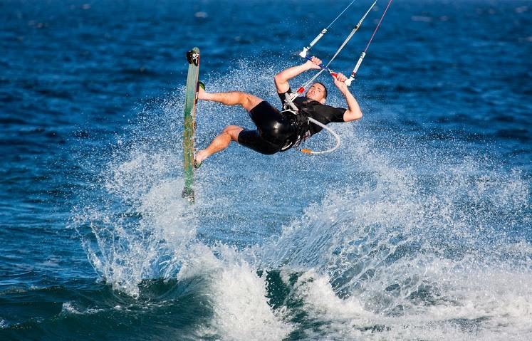Některé vodní sporty nejsou součástí cestovního pojištění