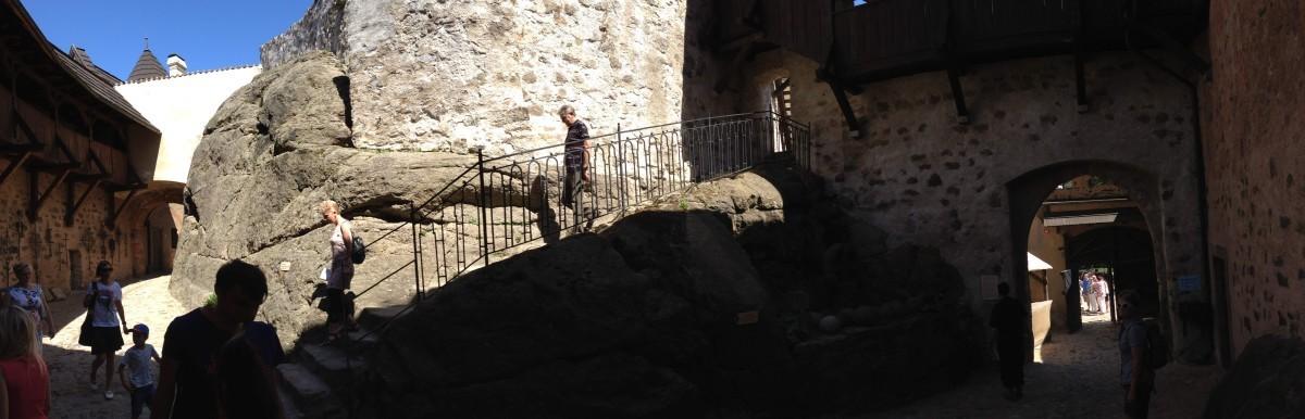 Nádvoří hradu Loket
