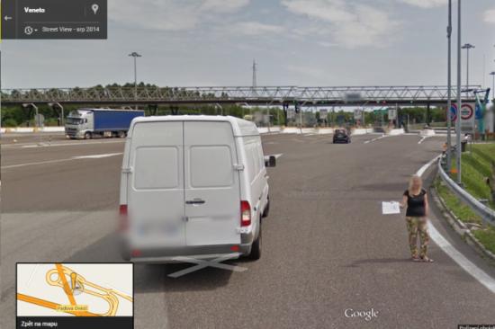 Při stopování nás vyfotilo auto Googlu