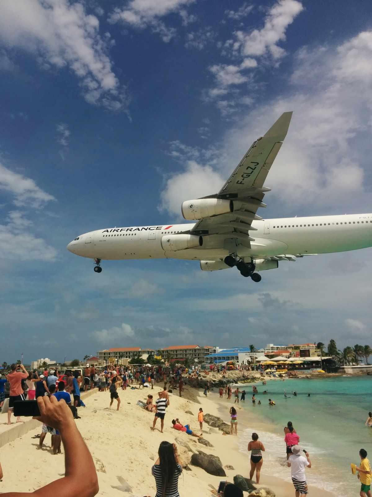 Přistávání letadel na pláži Mahalo