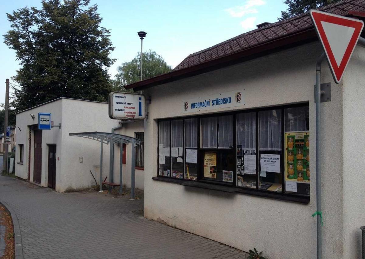 Informační centrum hned naproti parkovišti