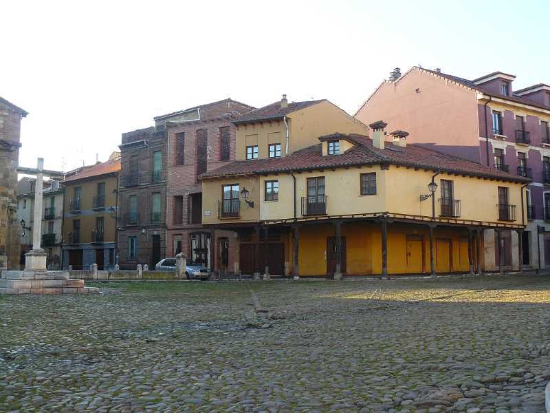 Plaza Virgen de Camino