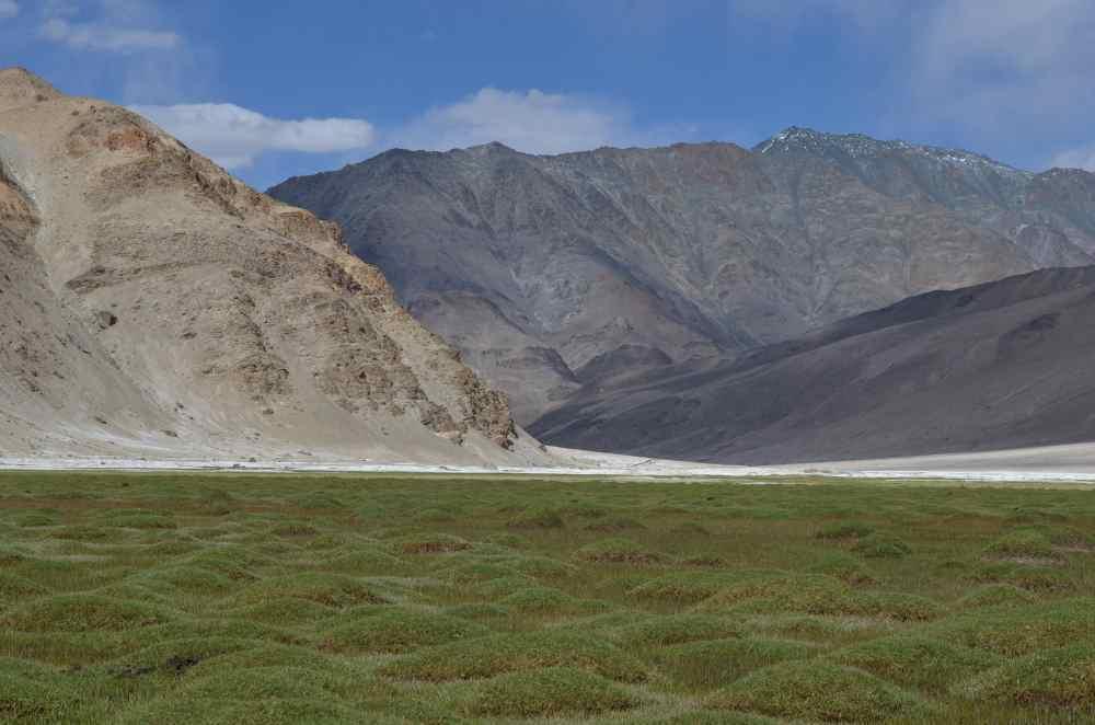 K nomádům přijíždíme nádhernou krajinou. (Foto: Johana Krajčírová)