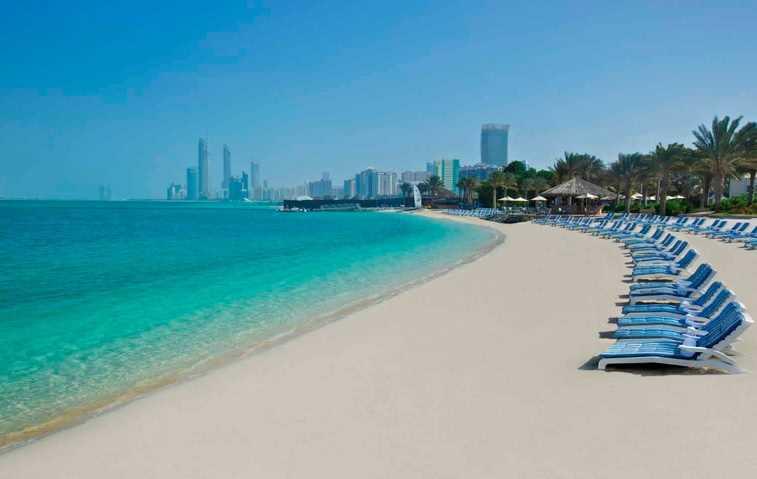 Moře a pláž v Emirátech