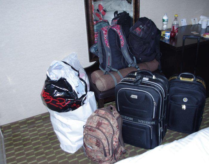 Výsledek nákupní horečky v New Yorku - narvaná zavazadla oblečením