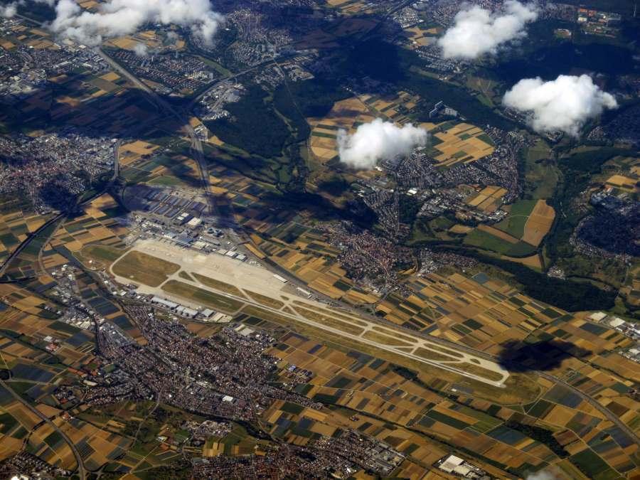 Letiště Stuttgart při letu nad Německem