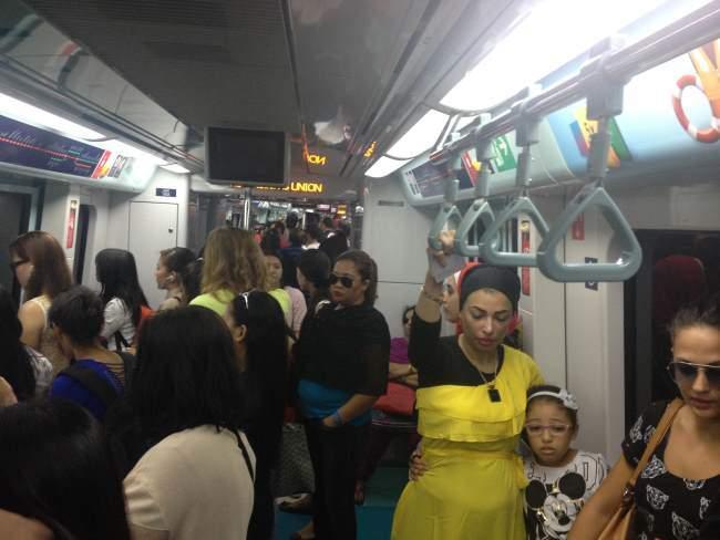 Lidé v metru Dubaj, Spojené arabské emiráty