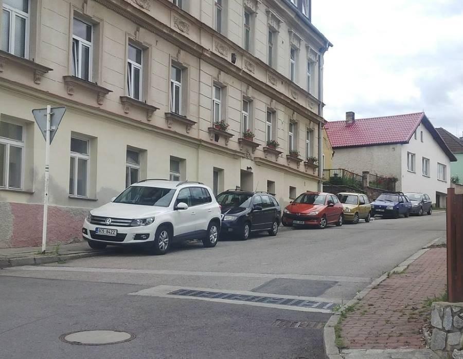 Parkování zdarma za řekou