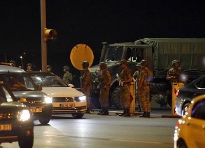 Část turecké armády se snaží převzít moc v zemi