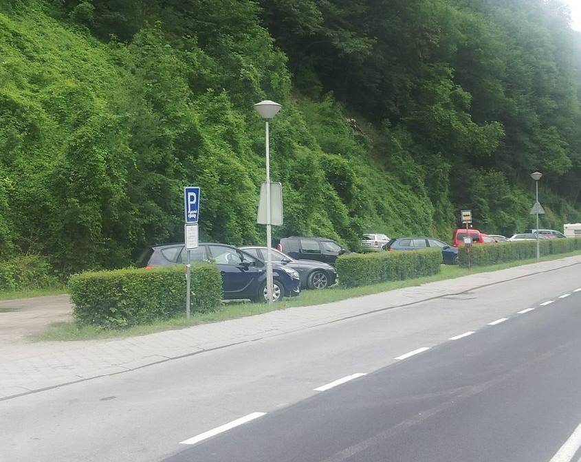Vzdálenější placené parkoviště u zámku Hluboká za 50 Kč