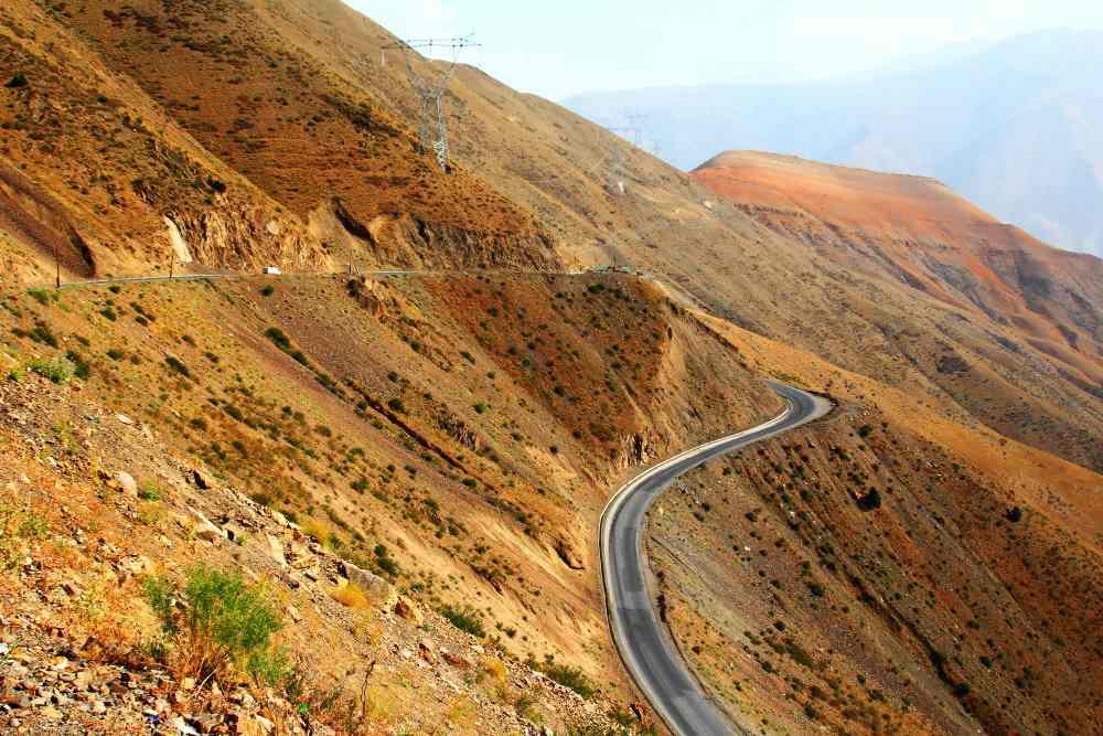 Silnice M34 překonávající Turkestánský hřbet