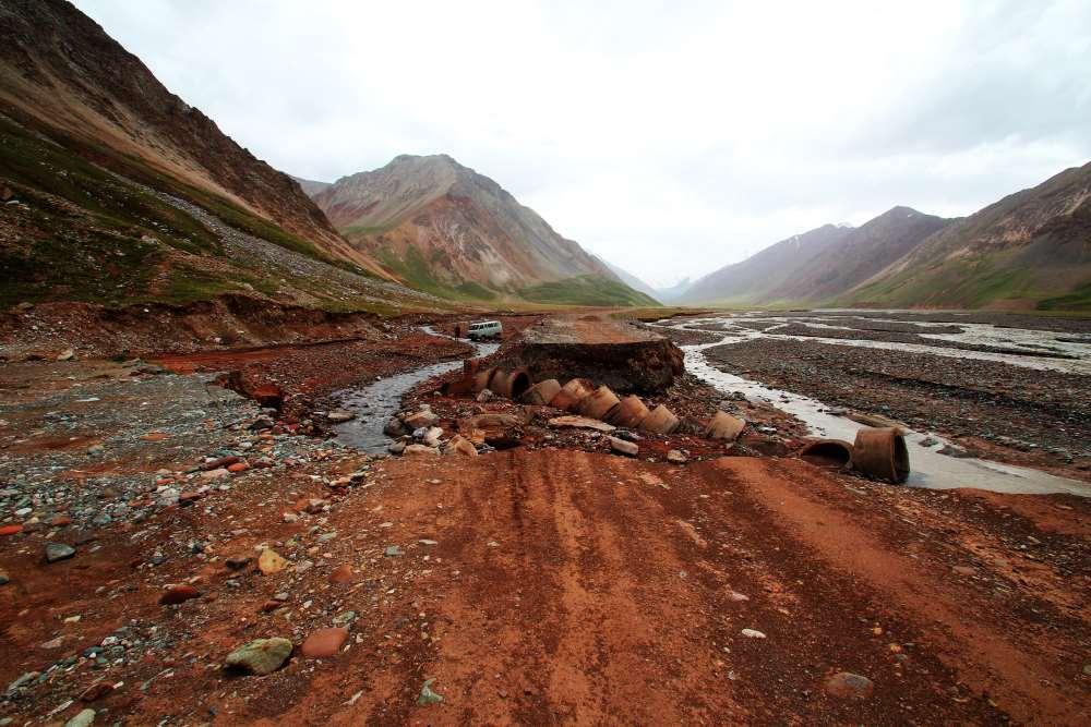 Záplavy a sesuvy půdy v Pamíru