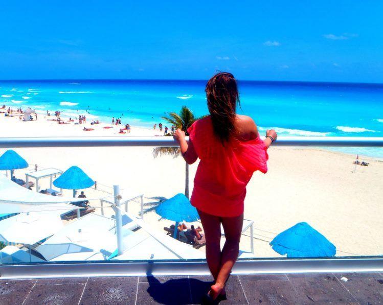 Extrémně azurové moře a pláž přímo u hotelu