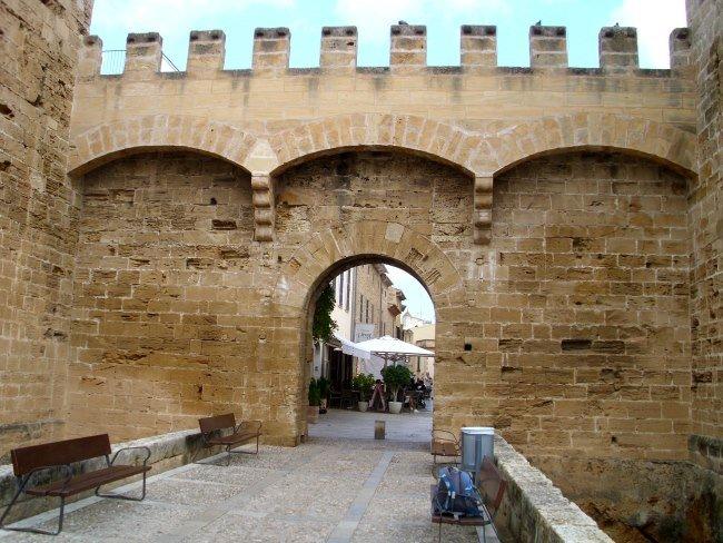 Středověké hradby ve Starém městě