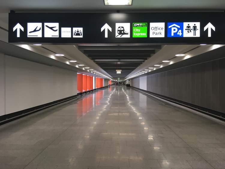 Koridor propojovací hotely, parkoviště a letištní terminály