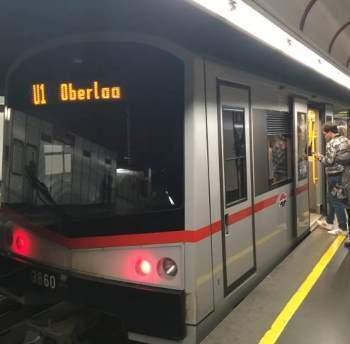 Příjezd metra do stanice Vídeň