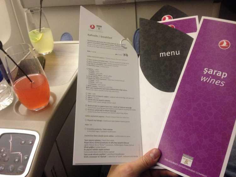 Malý jídelní lístek na letu Praha - Istanbul