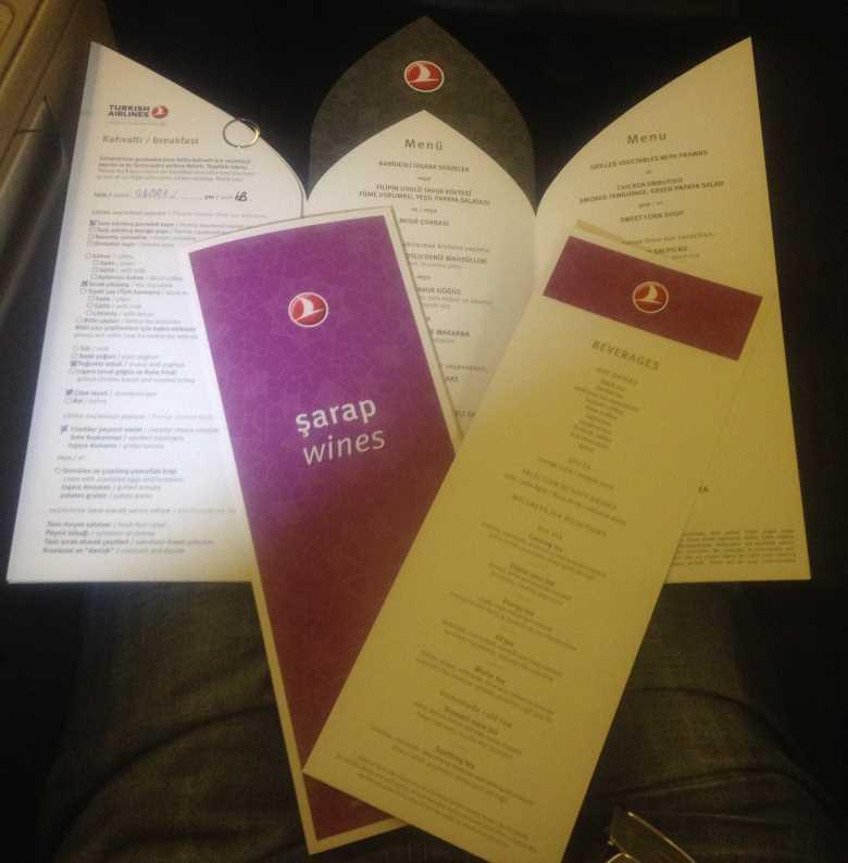 Hlavní jídelní i vinný lístek, kde zaškrtnete co byste si dali