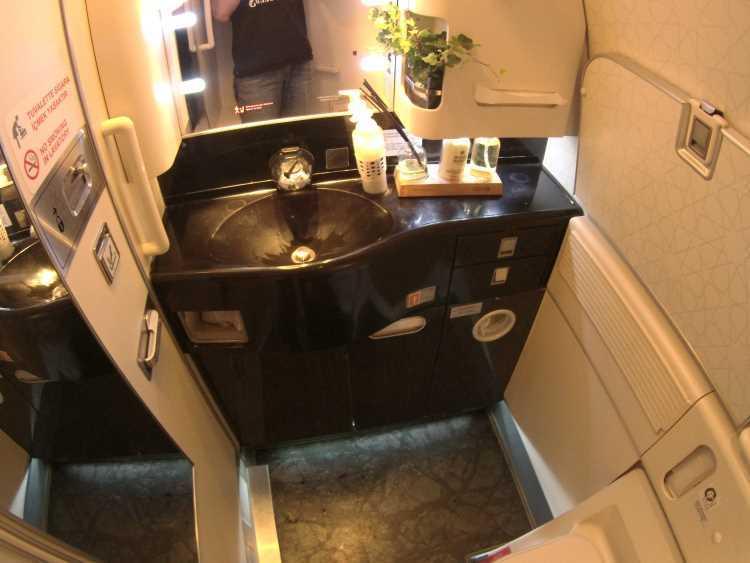 Záchod parádní nicméně na A380 nemá ani z poloviny