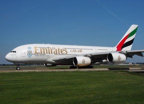 Emirates jaký plat mají letušky