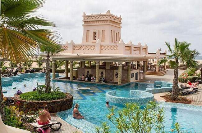 Riu Touareg Kapverdy bar v bazénu