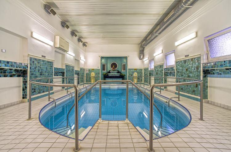 Bazén v lázních Poděbrady