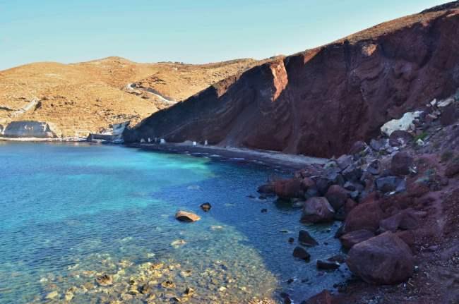 Red beach u pobřeží Santorini