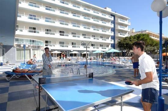 Španělsko ping pong a areál hotelu