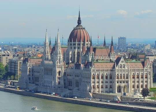 Cestovní doklady Maďarsko