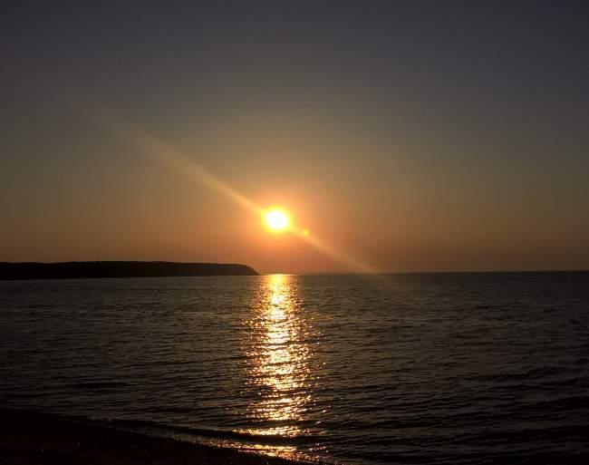Západ slunce na Navy beach