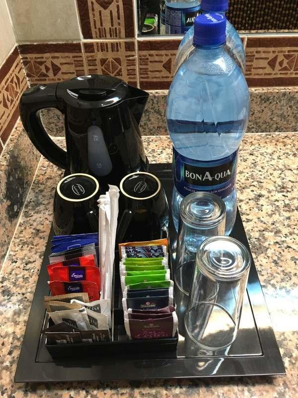 Káva, čaj a voda zdarma na pokoji, Kapverdy ostrov Boa Vista