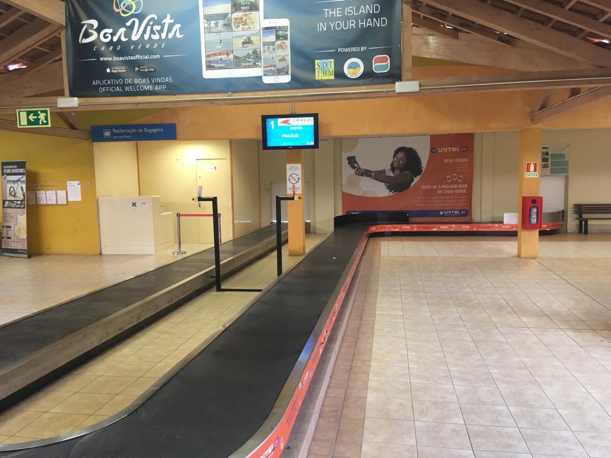 Pás na zavazadla v terminálu na letišti Boa Vista