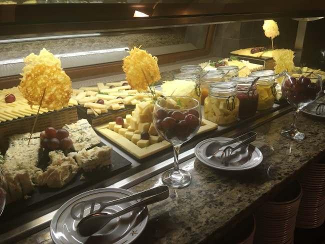 Výběr sýrů na večeři, hotel Iberostar Club Boa Vista, Kapverdy