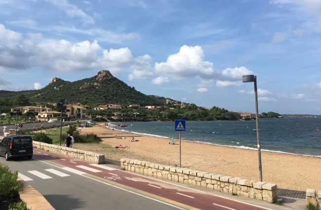 Městská pláž přímo u Cannigione