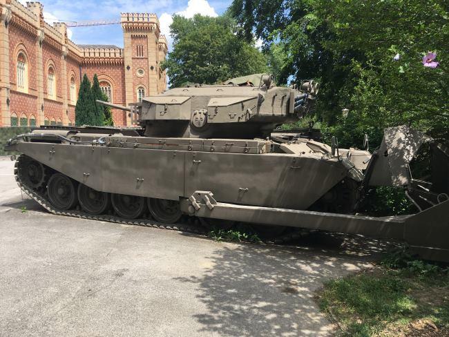 Najdete zde i tanky a další těžkou techniku