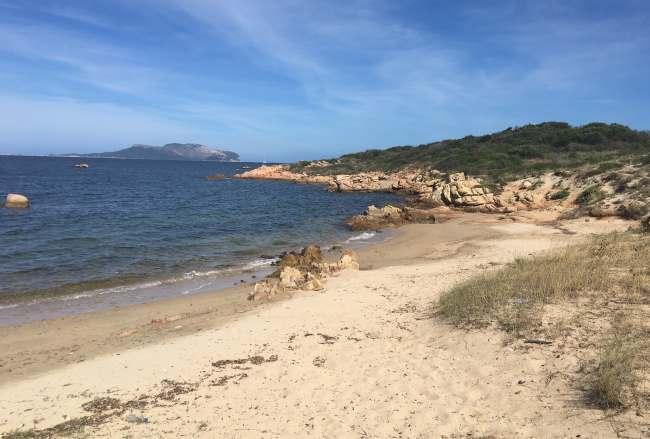 Jedna z desítek pláží ihned v Olbii