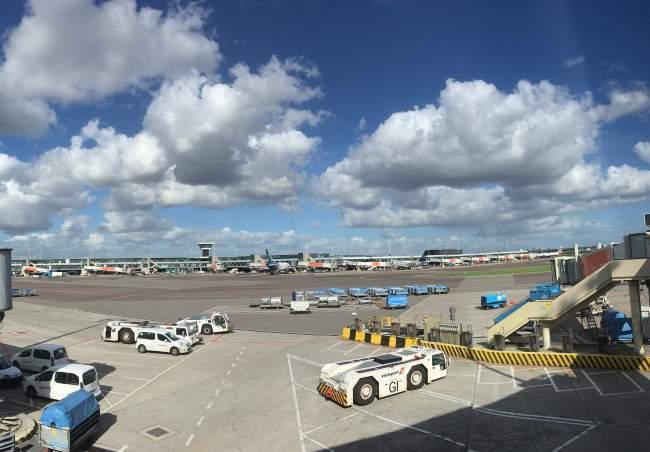 Letiště Amsterdam je obrovské rozlohou i počtem letadel