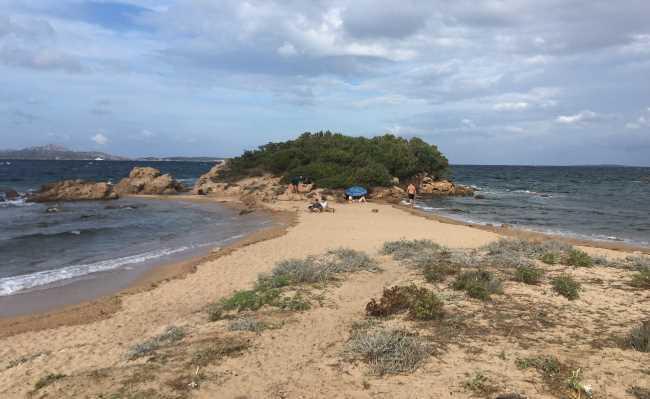 Neobvyklá dvojitá pláž v Cannigione